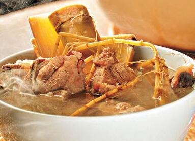 白茅根竹蔗煲猪骨